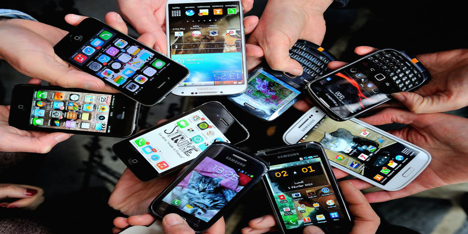 FRANCE-ECONOMY-TELECOMMUNICATION-SMARTPHONES