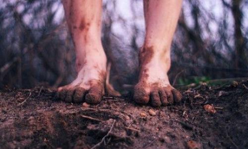 Yalın ayakların gizemi