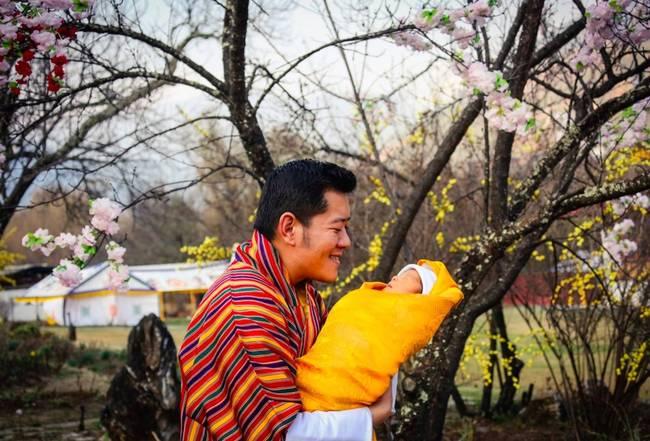 Butan'da kraliyet bebeğinin doğumu 108.000 ağaç dikilerek kutlanıyor