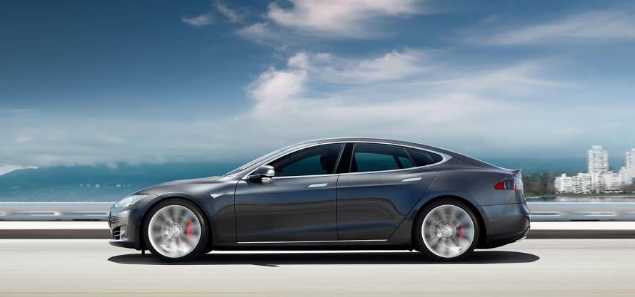 Dünyanın en hızlı arabası artık %100 elektrikli: Tesla Motors yeni bataryasını tanıttı