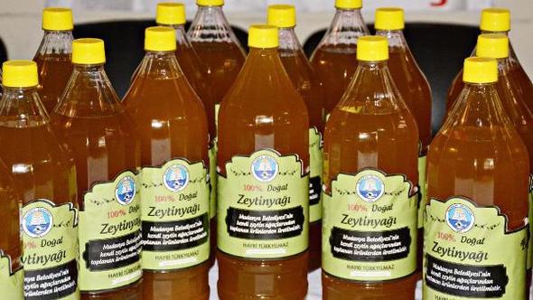 Mudanya Belediyesi ihtiyaç sahiplerine zeytinyağı dağıtıyor