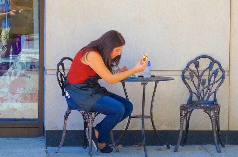 Yemeği yalnız yemek bizim için faydalı mı zararlı mı?