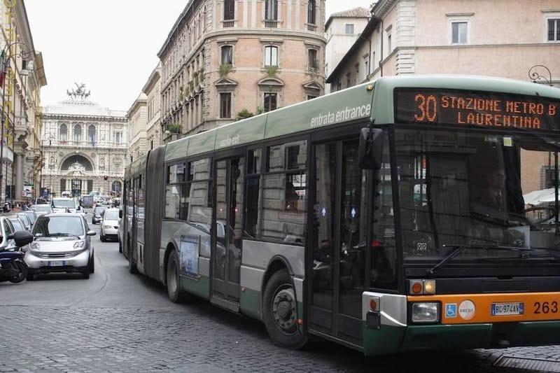 Roma'da ulaşımda plastik para birimi devri başladı