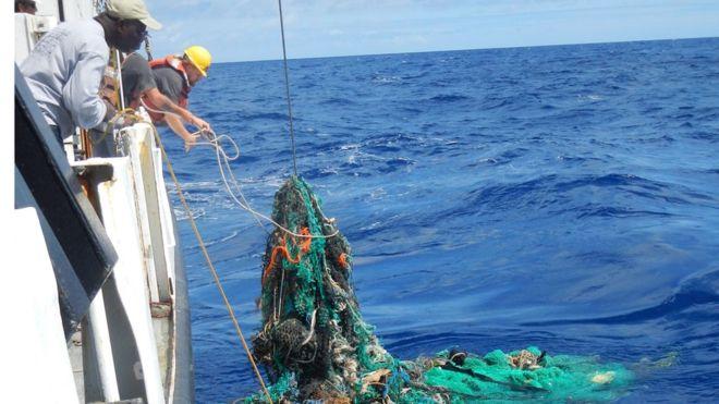 Hayalet avcılık teçhizatı okyanuslarda bulunan büyük plastik atıklar arasında birinci sırada