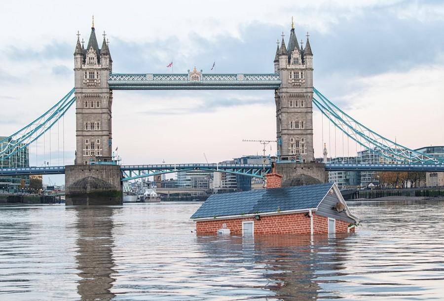 Yokoluş İsyanı, Thames Nehri'ne sular altında kalmış bir ev yerleştirdi