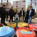 İzmir'de hurdaya çıkan lastiklerden kedi evleri yapılıyor