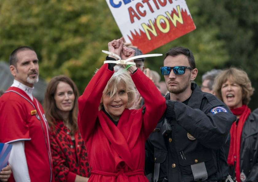 Jane Fonda, Oscar Ödülleri'ne sembole dönüşen kırmızı paltosu ve daha önce giydiği bir kıyafetle geldi – Yeşilist | Herkes için yeşil