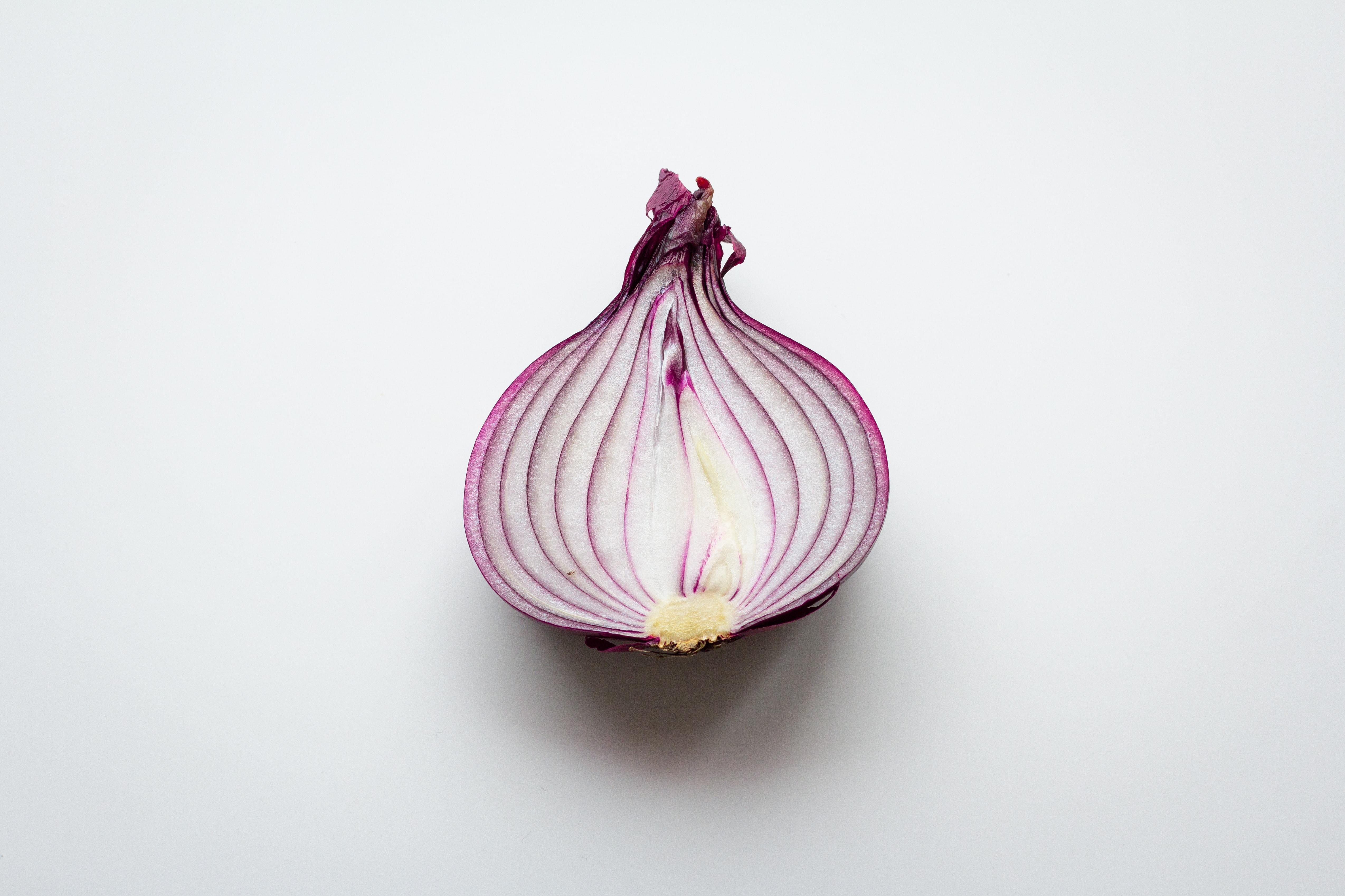 Salatalar ve soğan turşusu